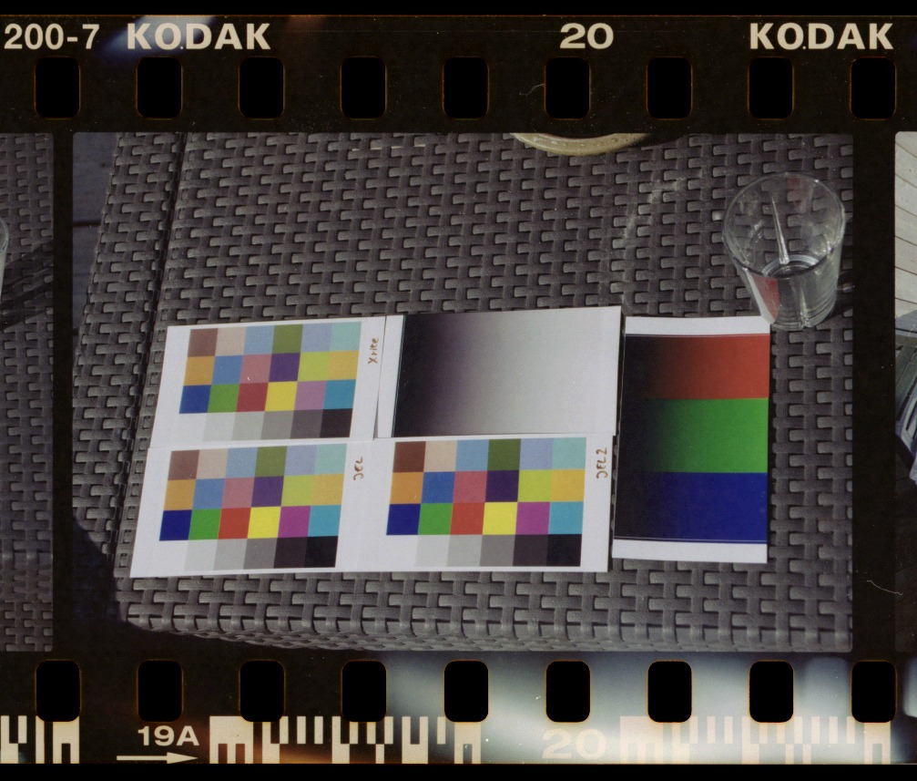 FilmNegativeConverter,2types,KodakGoldISO200,neutral.jpg